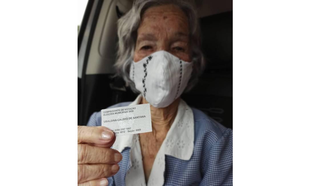 Ubaldina Caldas, de 106 anos, exibe comprovante de votação Foto: Arquivo pessoal