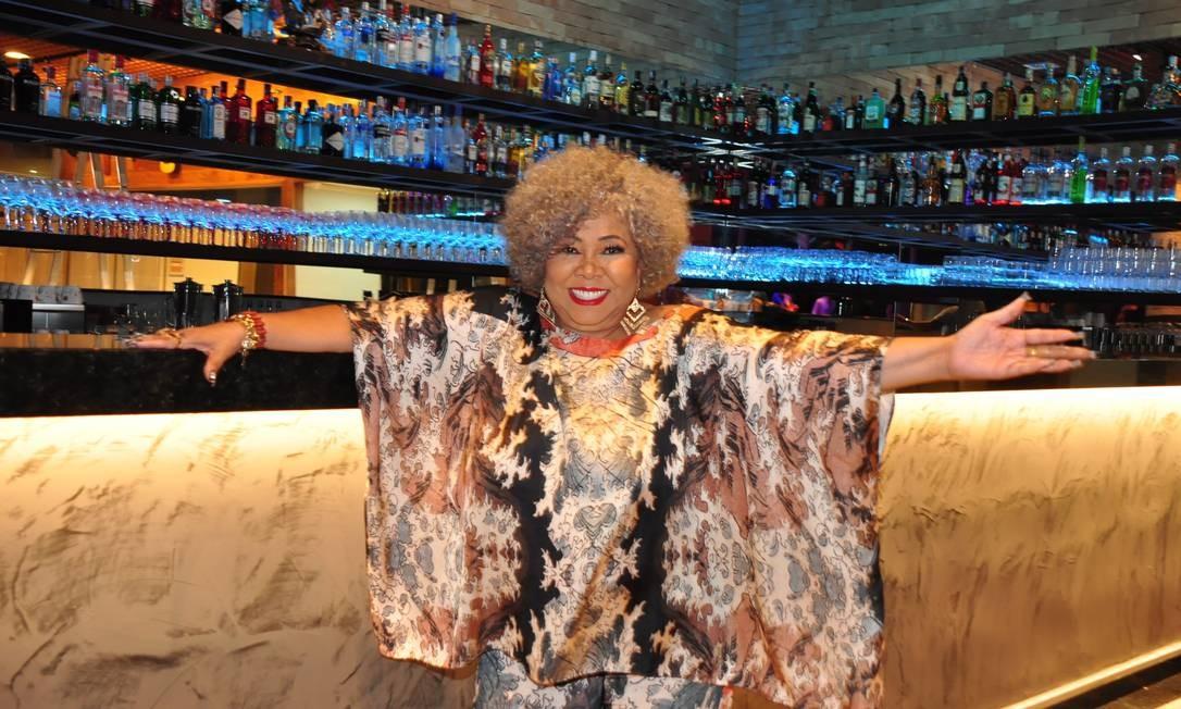 Cantora no Bar Alcione, a Casa da Marrom Foto: Mariza Lima