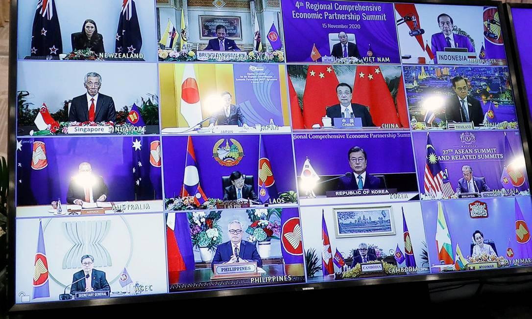 Por causa da pandemia, a assinatura do pacto aconteceu via teleconferência com líderes de cada um dos 15 países Foto: KHAM / REUTERS