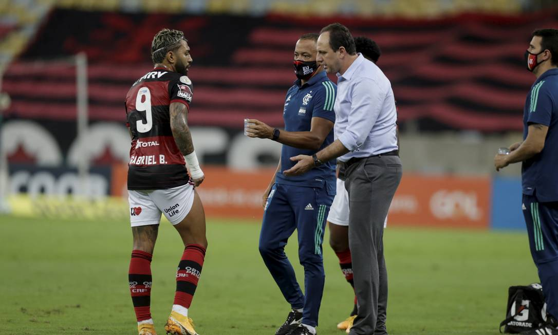 Gabigol durante a partida do Atlético-GO, pelo Brasileiro Foto: MARCELO THEOBALD / Agência O Globo