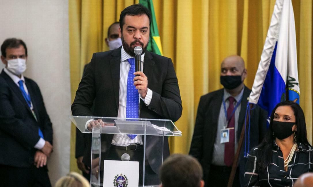 Governador em exercício, Claudio Castro, nesta segunda-feira, durante cerimônia com ministro Onyx Lorenzoni Foto: Divulgação