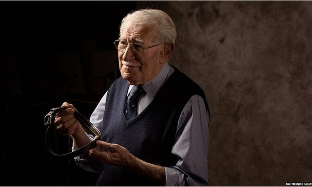 Judeu alemão radicado na Austrália, Eddie Jaku sobreviveu à Noite de Cristais de 1938, ao encarceramento nos campos de Buchenwald e Auschwitz, a Josef Mengele e à 'Marcha da Morte' Foto: KATHERINE GRIFFITHS