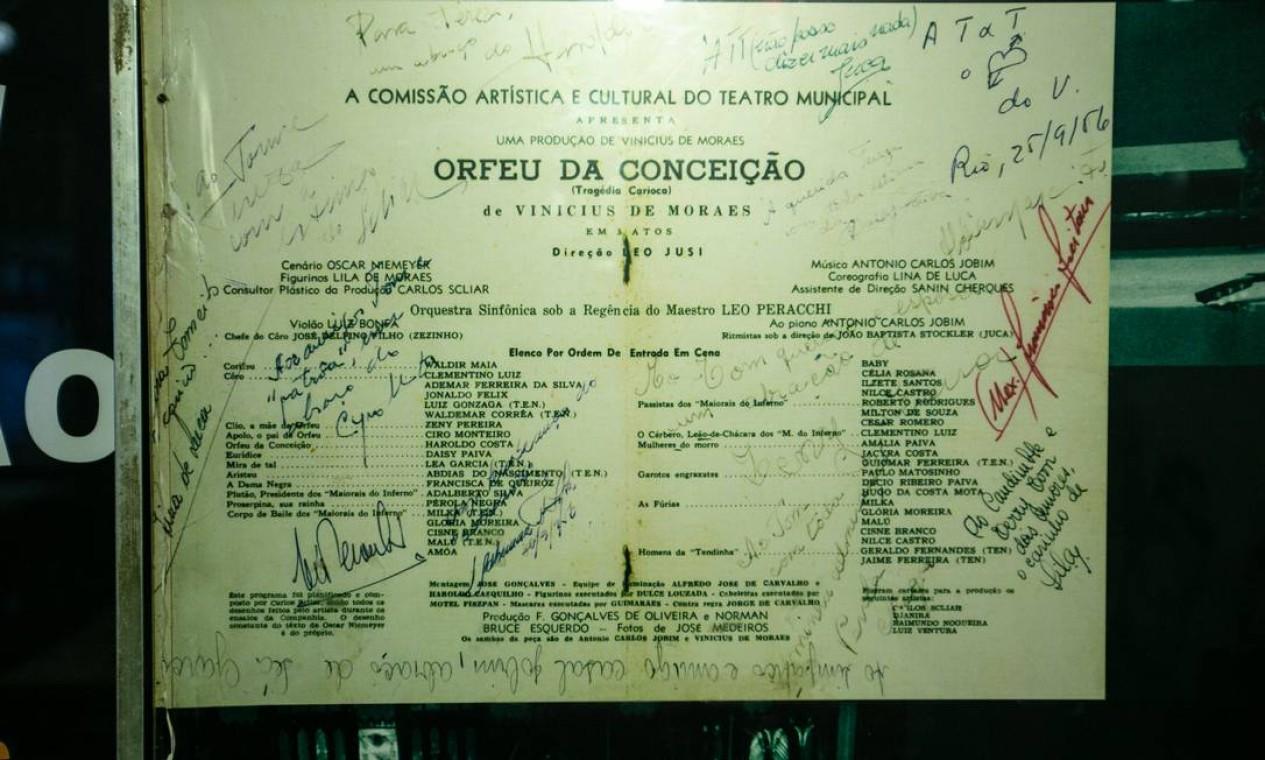 """""""Orfeu da Conceição"""": foi numa mesa do Villarino, no verão de 1956, que Tom Jobim foi apresentado a Vinícius de Moraes por Lúcio Rangel para musicar a peça, que estreou meses mais tarde Foto: Brenno Carvalho / Agência O Globo"""