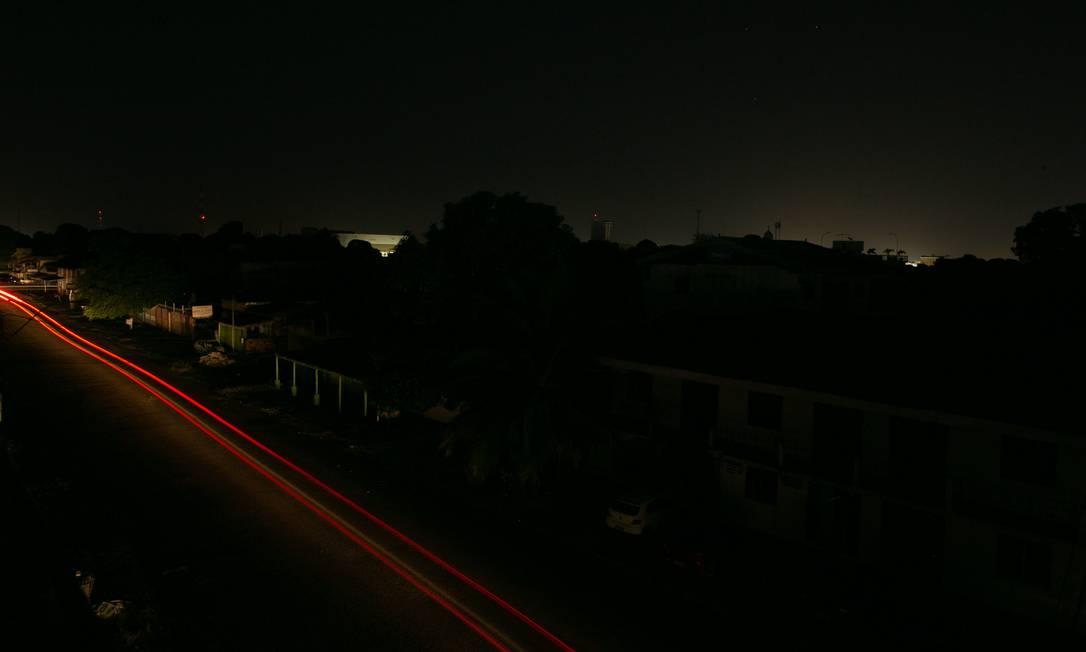 Macapá às escuras no dia 13: este tem sido o cenário da capital do Amapá nas últimas duas semanas Foto: Myke Sena / Myke Sena/13-11-2020