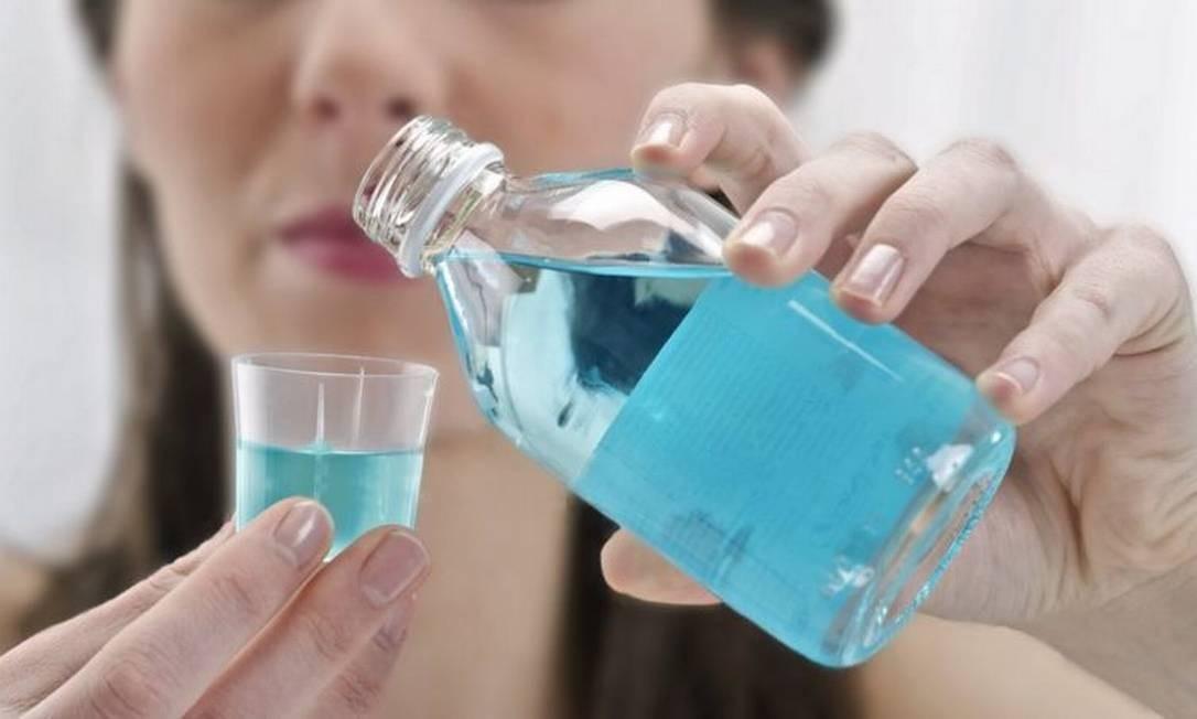 Cientistas de Cardiff dizem que uso de enxaguante bucal pode se tornar parte da rotina diária para prevenir o coronavírus Foto: Getty Images