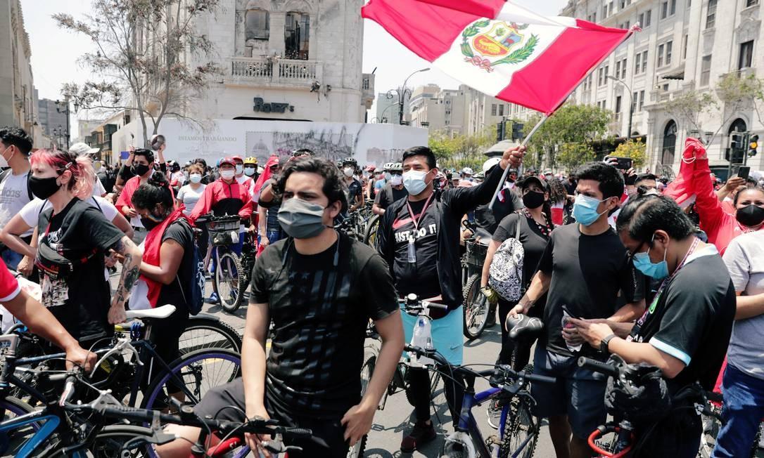 """Peruanos tomaram as ruas para pressionar Manuel Merino a renunciar, depois de um impeachment tratado como """"golpe"""" pela população Foto: SEBASTIAN CASTANEDA / REUTERS - 15/11/2020"""
