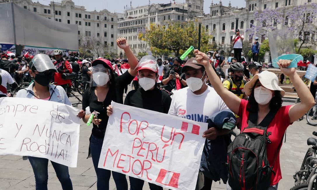 """O levante popular se deu a partir do impeachment de Martín Vizcarra no dia 9 de novembro, sob a alegação de """"incapacidade moral"""", por denúncia de corrupção ainda não comprovada, em 2014, quando era governador. Sessenta e sete votos dos 105 obtidos para a destituição foram de parlamentares acusados de corrupção Foto: SEBASTIAN CASTANEDA / REUTERS - 15/11/2020"""