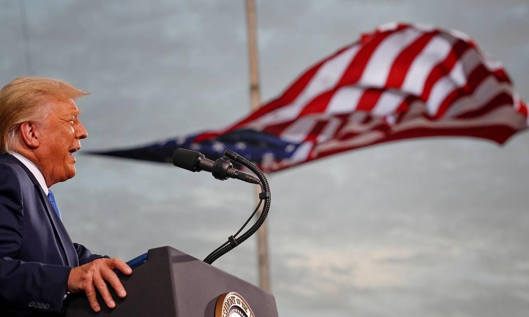 Donald Trump fala durante um comício de campanha no aeroporto Cecil em Jacksonville, Flórida Foto: TOM BRENNER / REUTERS - 24/09/2020