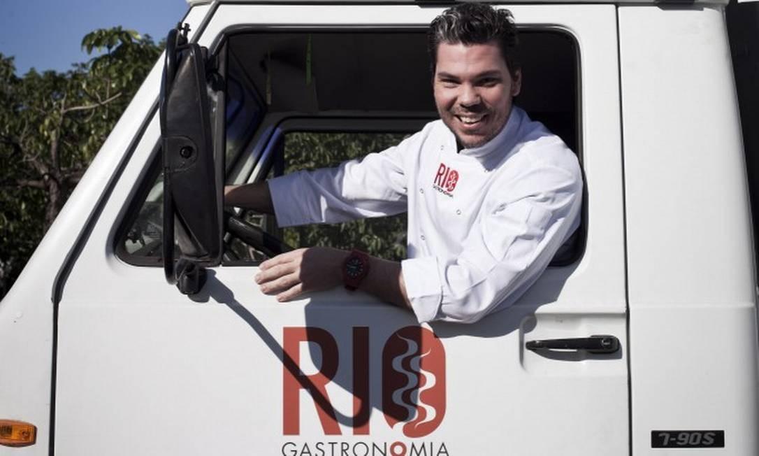 Pedro de Artagão posa no caminhão do Cozinha Show: no Rio Gastronomia 2012 Foto: Guillermo Giansanti