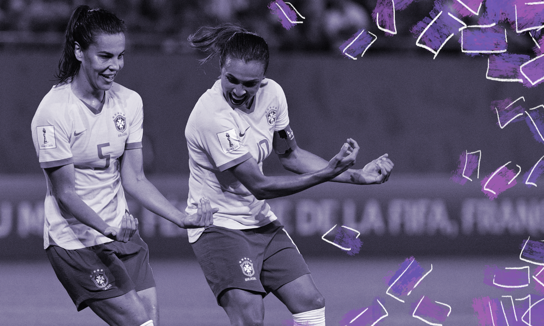 Thaisa e Marta celebram gol durante a Copa do Mundo de Futebol Feminino na França, em 2019; FIFA irá impor aos países-membros uma licença-maternidade de, no mínimo, 14 semanas, para as jogadoras Foto: AFP