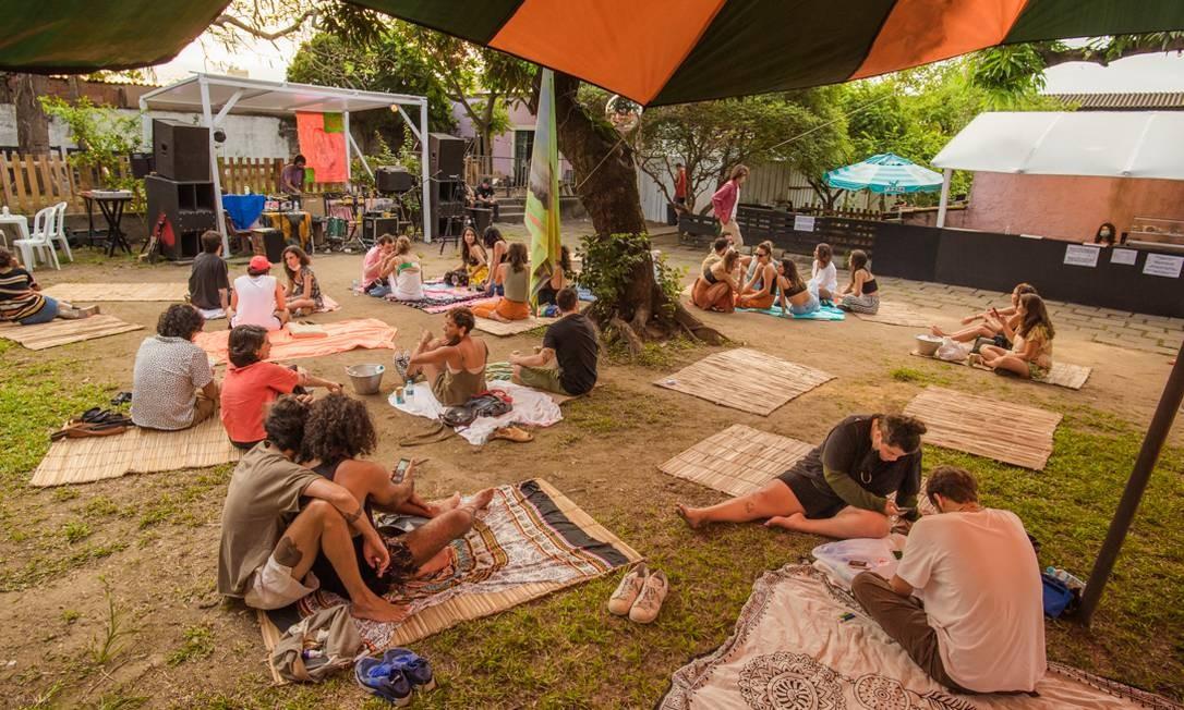 Festa Domply em São Cristóvão: limitaram a 120 pessoas o espaço que comporta 600), com muito álcool gel, hostess medindo a temperatura e indicando o uso de máscara Foto: Divulgação