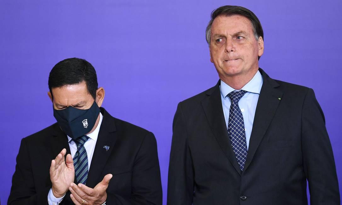 O vice-presidente Hamilton Mourão e o presidente Jair Bolsonaro participam de cerimônia no Palácio do Planalto Foto: Evaristo Sá/AFP/09-11-2020
