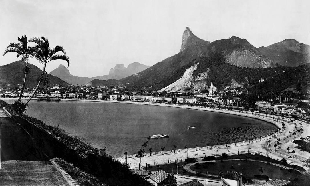 Enseada de Botafogo. O livro reúne 180 fotos do francês Foto: C. Armeilla
