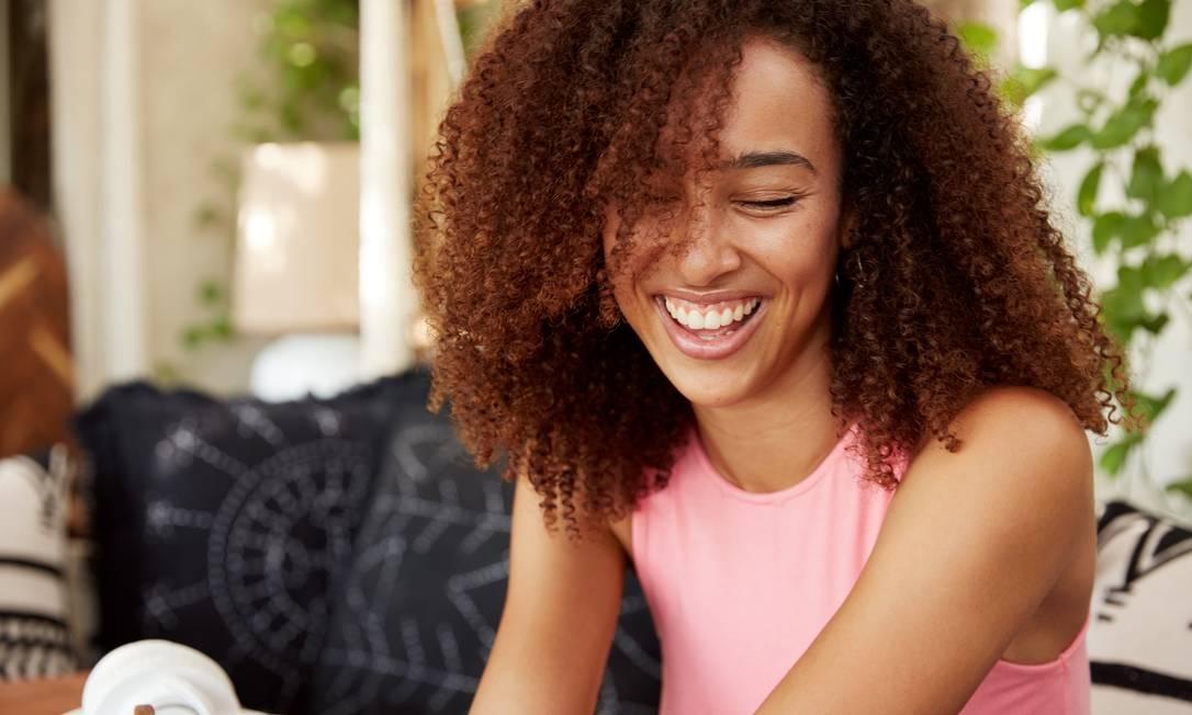 Mulher feliz, sorrindo Foto: Freepik
