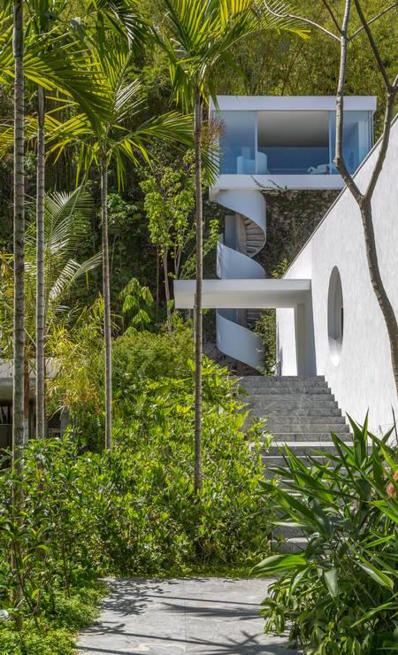Casa Itauna: muito verde e linhas retas Foto: Divulgação