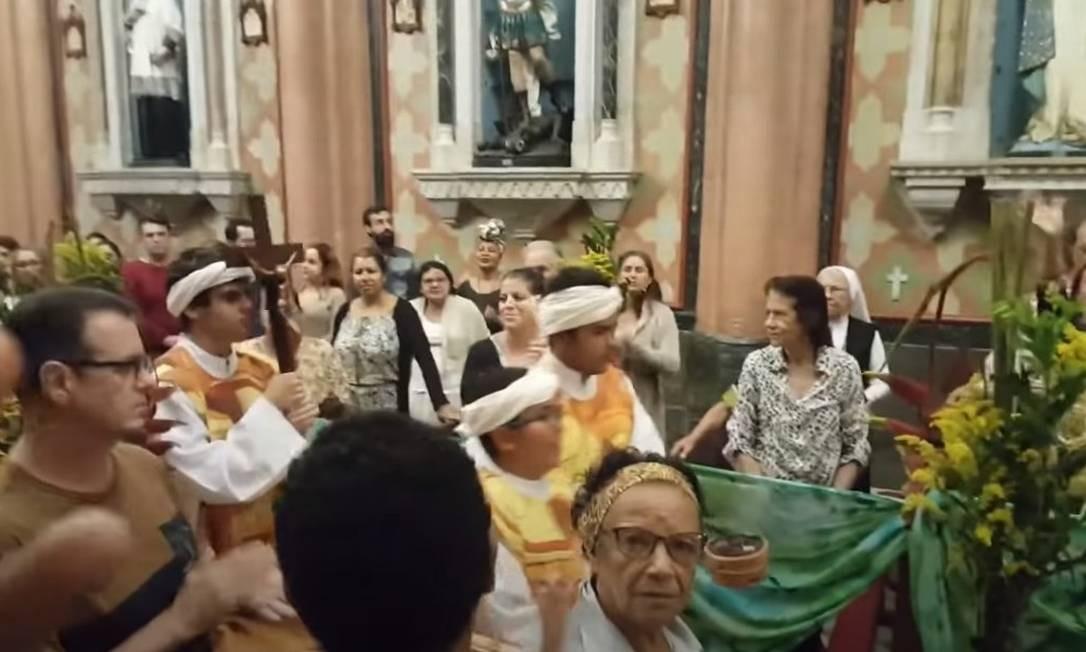 Missa afro realizada em 20 de novembro de 2019 na Igreja do Sagrado Coração terminou após invasão de grupo tradicionalista Foto: Reprodução / Youtube