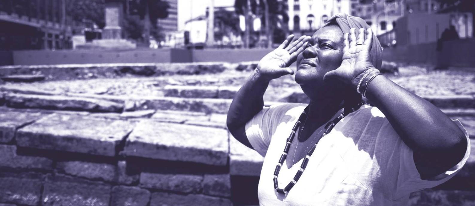 """Mãe Celina de Xangô, ialorixá de 56 anos, no Ilê Inzo Nganga dia Nzaze, localizado na chamada """"Pequena África"""", na Zona Portuária do Rio de Janeiro Foto: Fernando Lemos / Agência O Globo"""