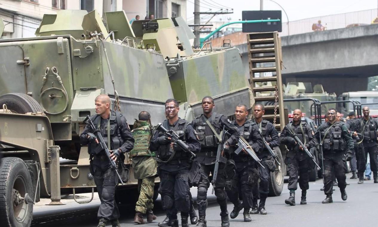 Tropa de elite da Polícia Militar Foto: Gabriel de Paiva / Agência O Globo - 25/11/2010