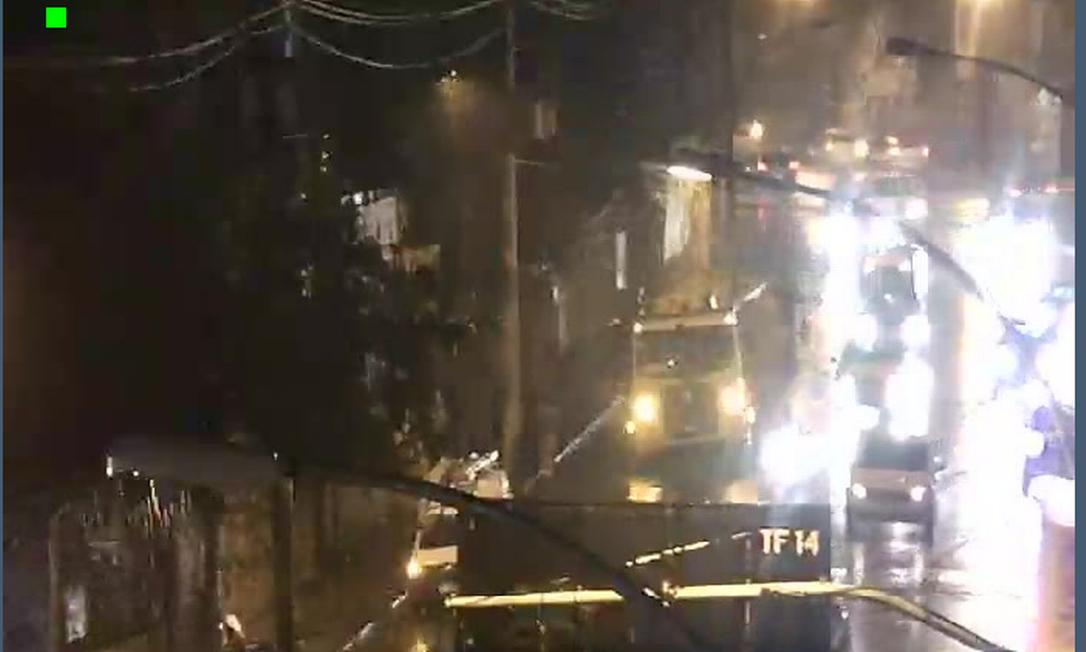 Rua São Francisco Xavier, na Tijuca, congestionada por causa de acidente Foto: Reprodução