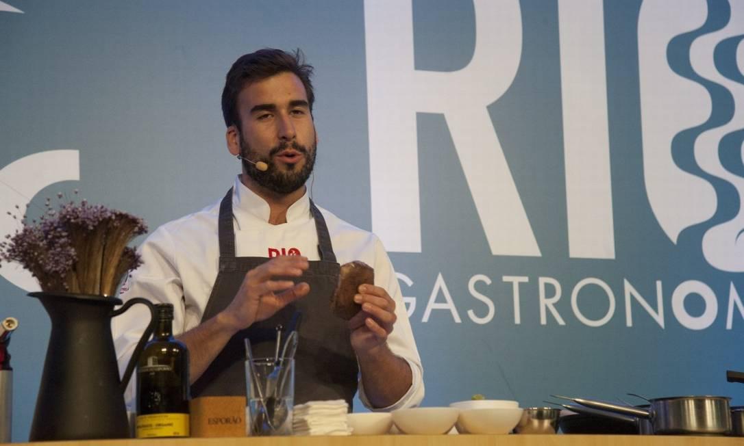 Atração estrangeira no Auditório Senacc: aula com o chef português Pedro Pena Bastos Foto: Adriana Lorete / Agência O Globo