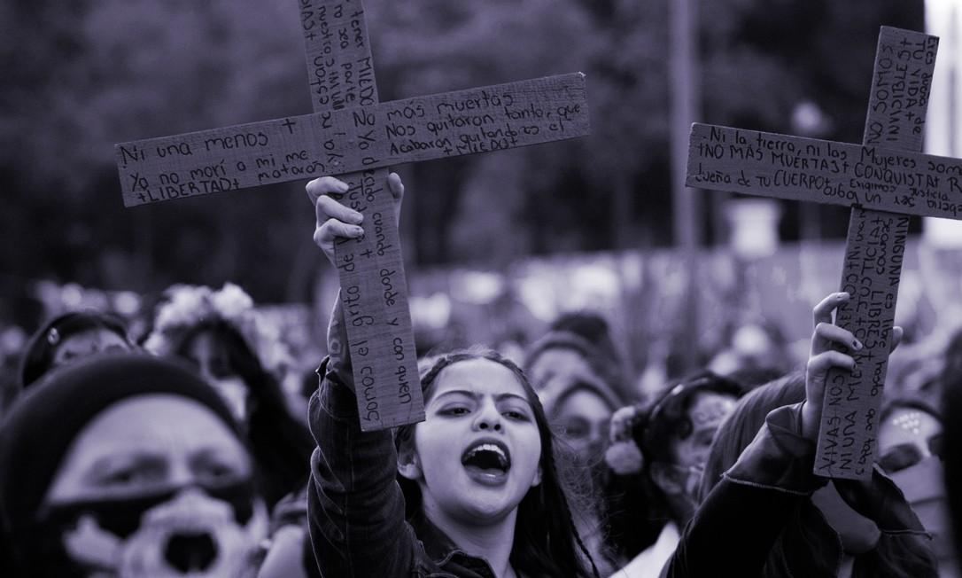 Manifestantes participam de marcha feminista em resposta à escalada de violência contra a mulher na Cidade do México em 1º de novembro de 2020 Foto: Claudio Cruz / AFP
