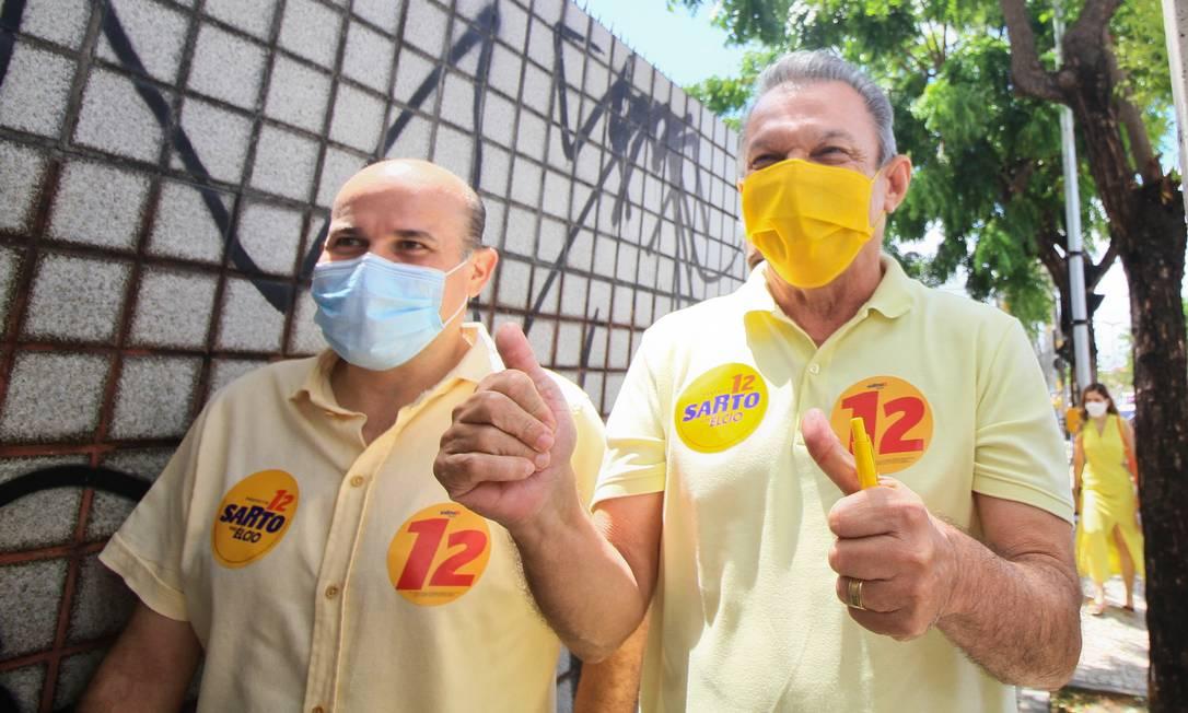 Atual prefeito de Fortaleza, Roberto Cláduio, e o prefeito eleito, Sarto (à dir.) Foto: Fotoarena / Akiin Nassor/Fotoarena