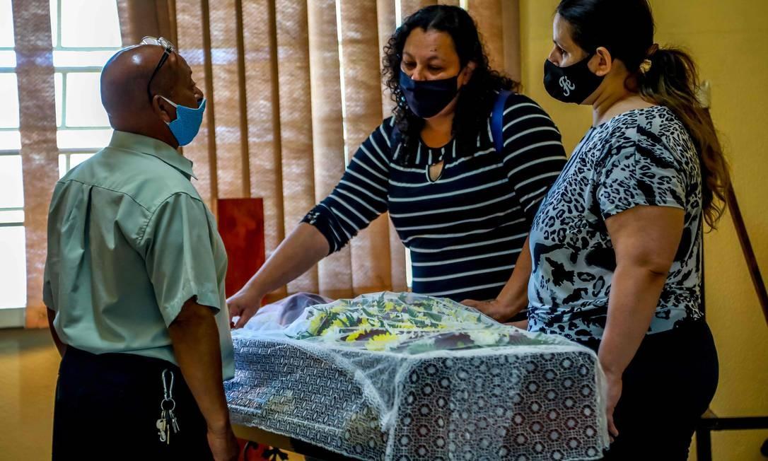 Familiares e amigos no velório de João Alberto Freitas Foto: SILVIO AVILA / AFP
