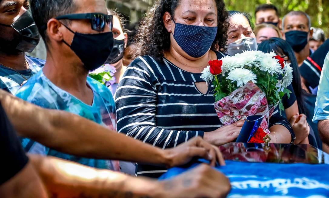 Familiares e amigos se despedem de João Alberto Freitas Foto: SILVIO AVILA / AFP