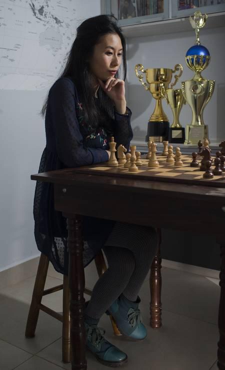 A paulista Juliana Terao é hexacampeã brasileira e professora de xadrez Foto: Edilson Dantas / Agência O Globo