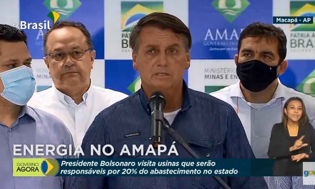 Bolsonaro viaja a Macapá ao lado do presidente do Senado, Davi Alcolumbre (DEM-AP) Foto: Reprodução/ TV Brasil