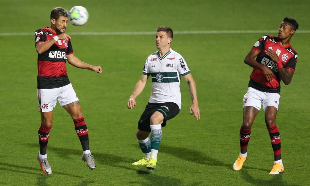 No primeiro turno, o Flamengo venceu o Coritiba por 1 a 0 Foto: RODOLFO BUHRER / Reuters