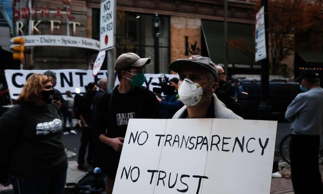 Apoiadores de Trump protestaram, sem provas, contra supostas fraudes nas eleições Foto: SPENCER PLATT / AFP/06-11-2020