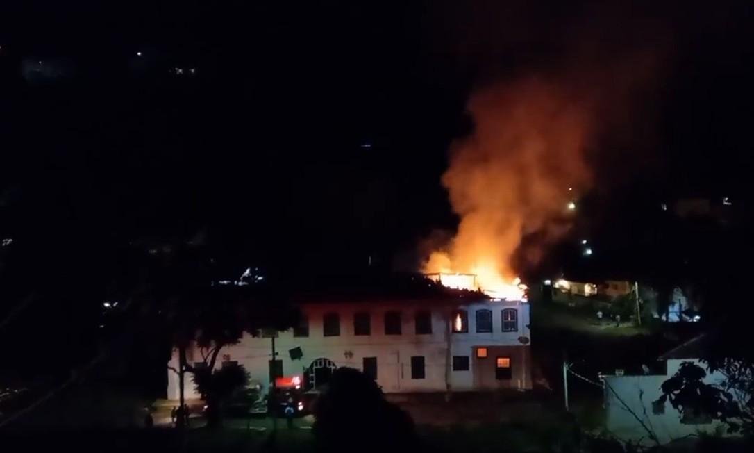 Fazenda da Grama, propriedade construída no século 19, pego fogo na noite de sábado, dia 21 Foto: Rdes sociais / Reprodução