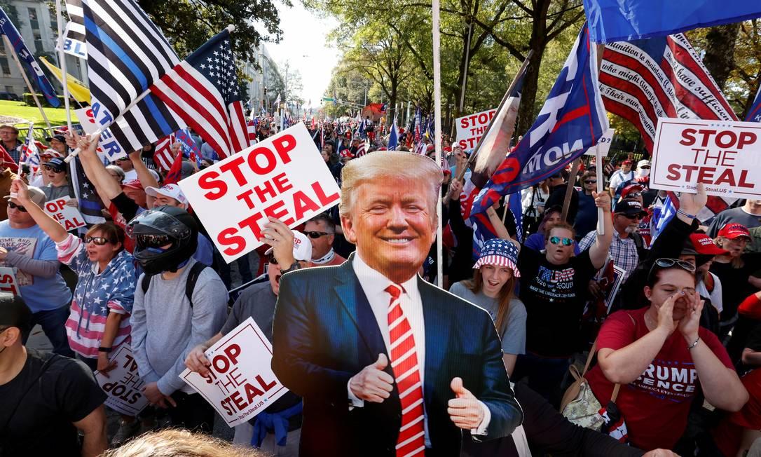 Apoiadores de Trump participam de protesto contra os resultados das eleições presidenciais em Atlanta, no estado da Geórgia Foto: CHRISTOPHER ALUKA BERRY / REUTERS/21-11-2020
