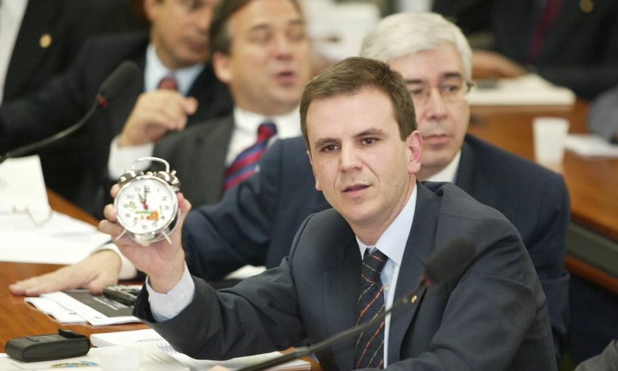 Eduardo Paes, durante seu mandato de deputado federal, em uma reunião da comissão especial da reforma tributária, em 2003 Foto: Aílton de Freitas / Agência O Globo