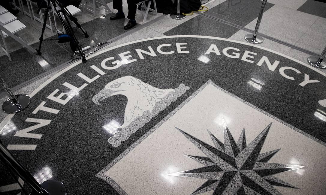A logomarca da CIA no chão do seu quartel-general em Langley, Virgínia; agência controlou secretamente empresa suíça de criptografia da qual o Brasil adquiriu equipamentos por mais de seis décadas Foto: DOUG MILLS / NYT