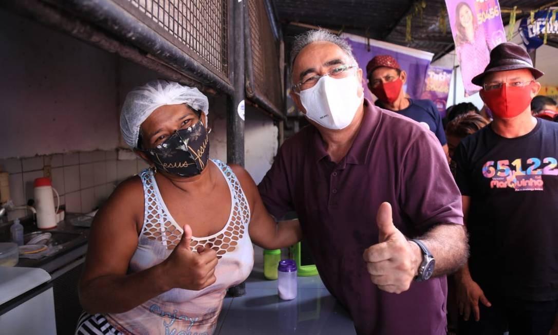 Edmilson Rodrigues durante ato de campanha; ele concorre à Prefeitura de Belém pelo PSOL Foto: Márcio Ferreira / Divulgação