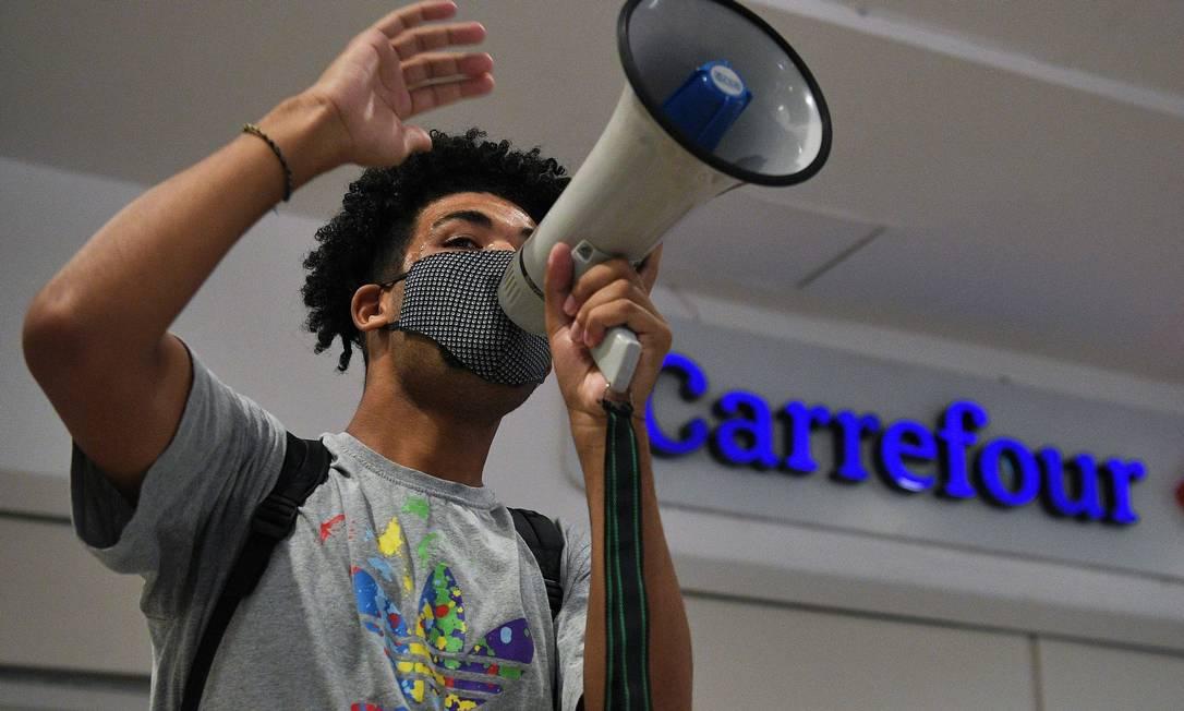 Desde o assassinato de João Alberto, o Carrefour é alvo de protestos em diversas cidades do país Foto: CARL DE SOUZA / AFP