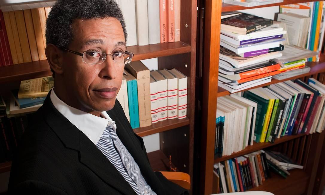 """Wilson Gomes, professor da UFBA e autor do livro """"Crônica de uma Tragédia Anunciada – Como a Extrema-Direita Chegou ao Poder"""" Foto: Divulgação"""