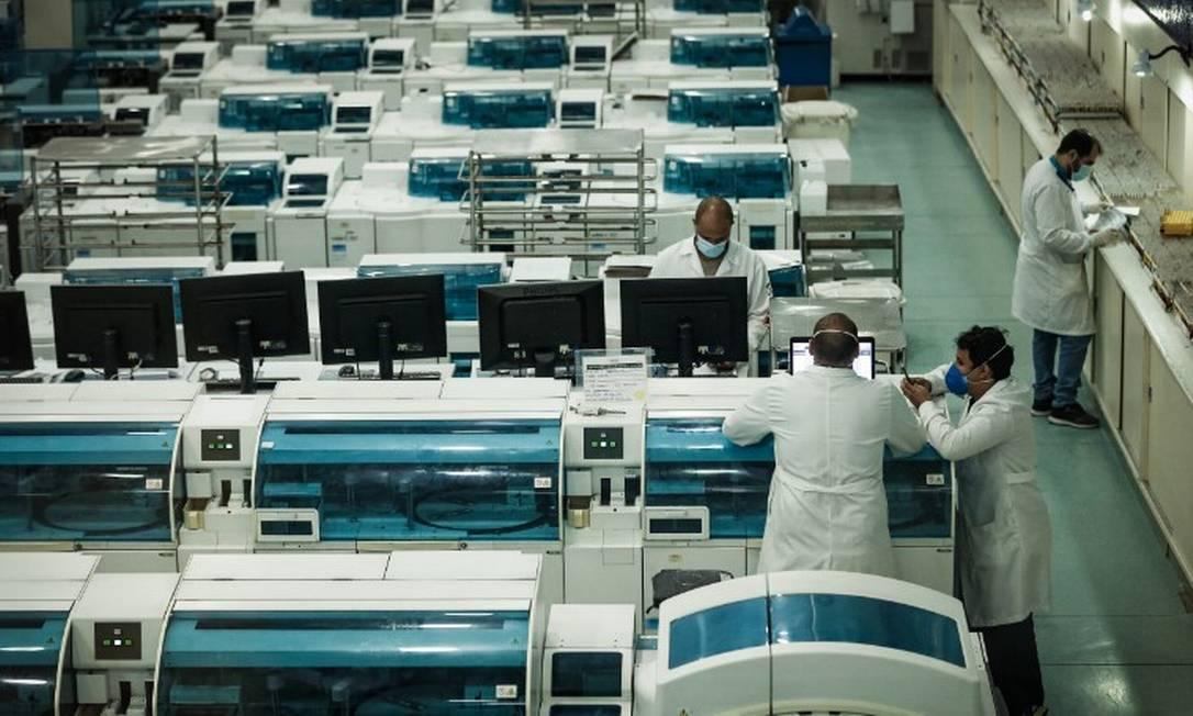 Laboratório Sérgio Franco: média móvel na procura por exames disparou no Rio Foto: Roberto Moreyra / Agência O Globo
