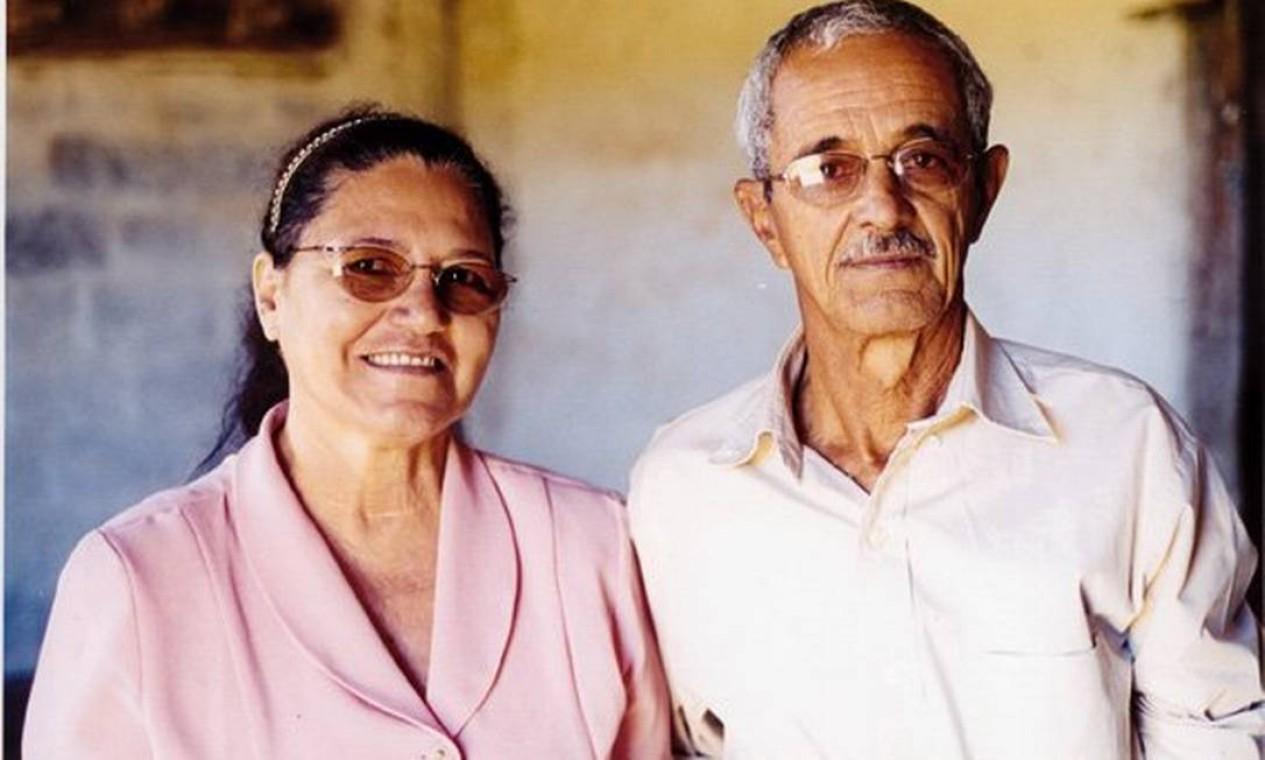 Dona Helena e Seu Francisco, pais de Zezé Di Camargo e Luciano Foto: Breno Silveira / Agência O Globo - 13/04/2004