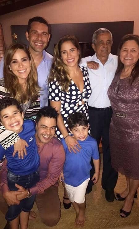 Foto de natal de 2017 da família de Zezé Di Camargo passou o Natal com as filhas, Wanessa e Camilla, e os pais, Seu Francisco e Dona Helena, em Goiânia Foto: Arquivo