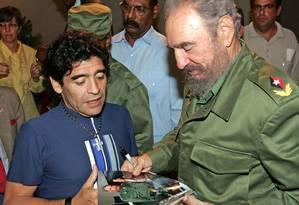 Diego Armando Maradona e o então presidente cubano Fidel Castro, em Havana, em 2005 Foto: Ismael Francisco Gonzalez / Ismael Francisco Gonzalez