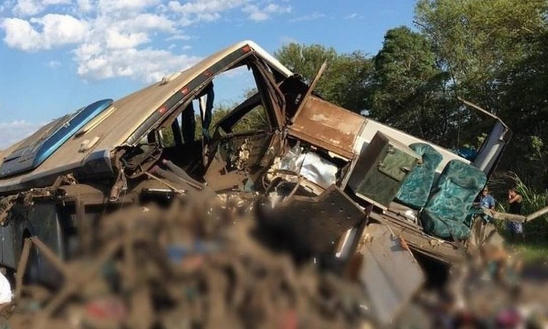 Acidente entre ônibus e caminhão nesta quarta (25) deixou mais de 40 mortos Foto: Reprodução
