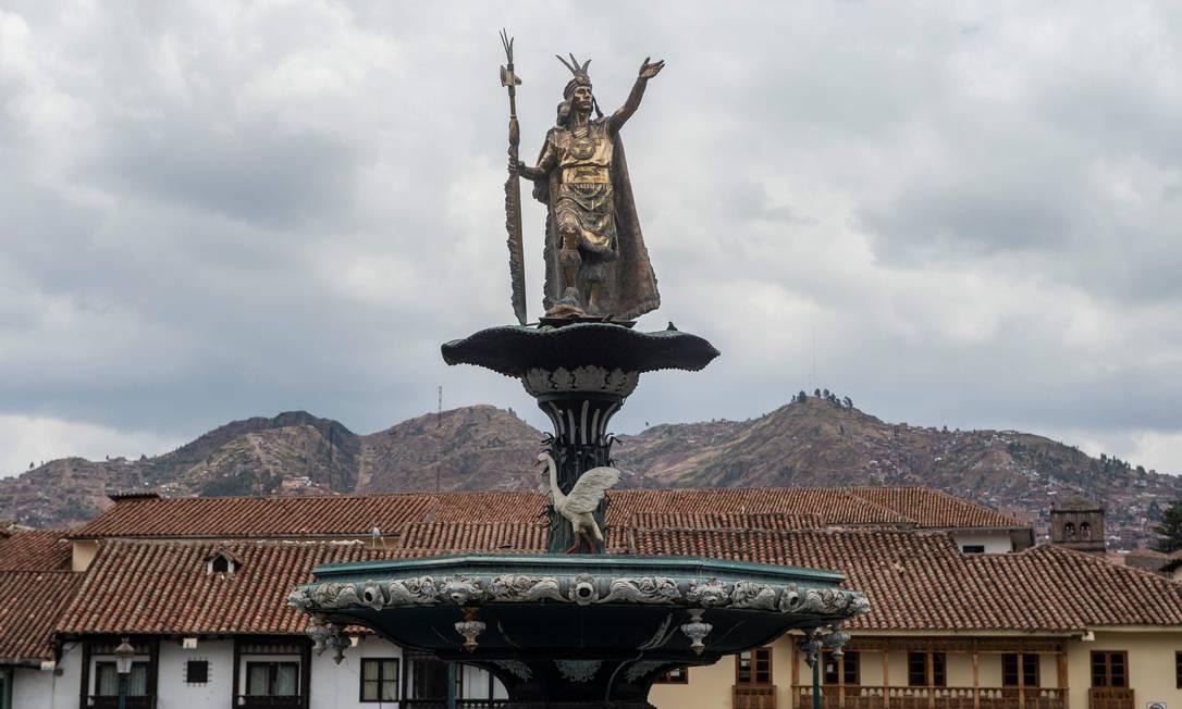 Estátua de Pachacuti, em Cusco: a antiga capital inca e Machu Picchu estão entre os trunfos da reabertura turística do Peru Foto: ERNESTO BENAVIDES / AFP