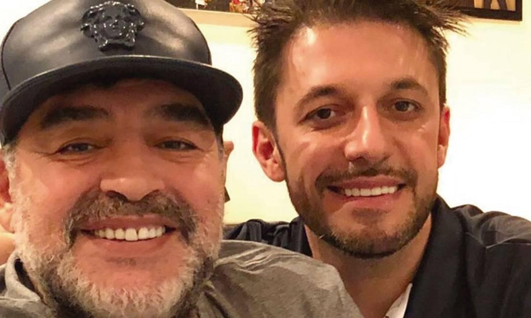 Maradona com advogado Foto: Reprodução