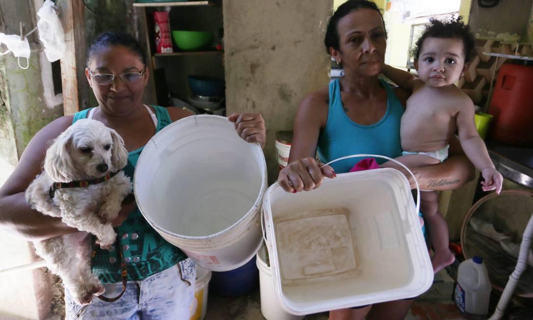 Reparo na linha de abastecimento do Lameirão deixa moradores de Nilópolis sem água da Cedae Foto: Cléber Júnior / Agência O Globo