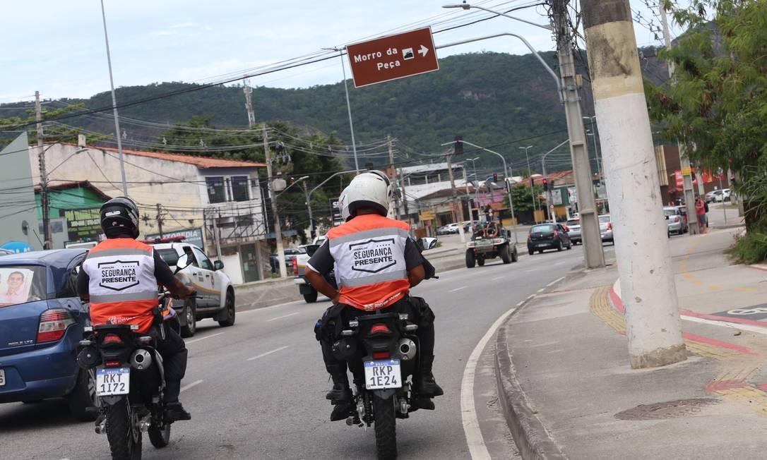 Agentes do Niterói Presente atuando em Itaipu: assim como as demais áreas da cidade, a Região Oceânica apresentou queda em todos os principais indicadores de violência Foto: Divulgação / Prefeitura de Niterói