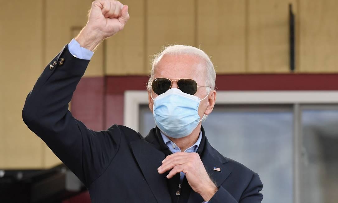 Joe Biden fala a apoiadores na Filadélfia, na Pensilvânia, no dia das eleições Foto: ANGELA WEISS / AFP