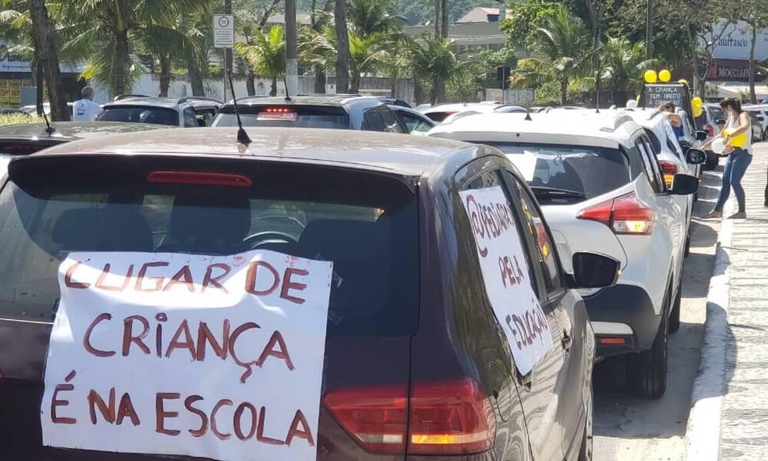 Carreata em Niterói pediu retorno nas aulas no município Foto: Divulgação